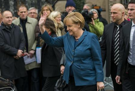 The head of the Christian Democratic Union (CDU) German Chancellor Angela Merkel waves as she leaves coalition talks with the Social Democratic Party (SPD) at the Bavarian State representation in Berlin, November 5, 2013. REUTERS/Thomas Peter