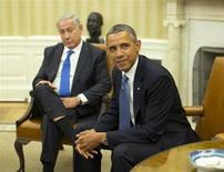 Foto de arquivo do presidente norte-americano Barack Obama (D) ao lado do primeiro ministro israelense Benjamin Netanyahu (E), em Washington. A Unesco suspendeu o direito a voto dos Estados Unidos e de Israel, dois anos após os países terem interrompido o pagamento das obrigações financeiras ao braço cultural da ONU em protesto contra o reconhecimento integral dos palestinos como membros da entidade. 30/09/2013 REUTERS/Jason Reed