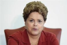 """Presidente Dilma Rousseff é vista durante reunião em Brasília, em outubro. Não há """"a menor possibilidade"""" de os estaleiros do Brasil ficarem sem contrato para a produção, disse nesta sexta-feira a presidente Dilma Rousseff, durante inauguração de uma plataforma da Petrobras. 01/10/2013 REUTERS/Ueslei Marcelino"""