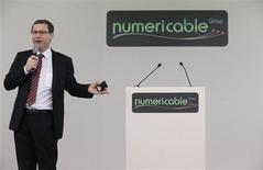 Le PDG de Numericable, Eric Denoyer. L'action Numericable se maintient vendredi en nette hausse pour ses premiers pas à la Bourse de Paris en dépit de marchés affectés par une nouvelle dégradation de la note de la France par l'agence de notation Standard & Poor's (S&P). /Photo prise le 28 octobre 2013/REUTERS/Christian Hartmann
