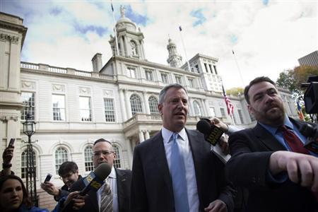 Incoming New York City Mayor Bill de Blasio exits City Hall after meeting with Mayor Michael Bloomberg in New York November 6, 2013. REUTERS/Andrew Kelly