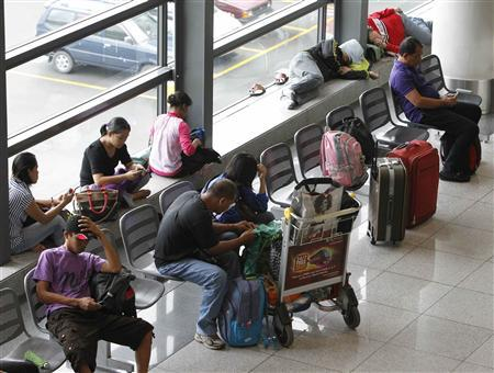 Stranded passengers wait at the lobby of Ninoy Aquino International airport in Pasay city, metro Manila November 8, 2013 after nearly 200 local flights have been suspended due to Typhoon Haiyan that hit central Philippines. REUTERS/Romeo Ranoco
