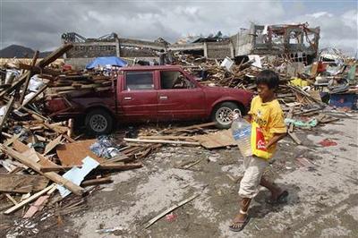 Philippines storm kills estimated 10,000, destruction...