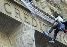 Maintenance workers climb the facade of the Credit Lyonnais bank headquarters in Paris, March 25, 2010. REUTERS/Mal Langsdon