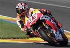 Honda MotoGP rider Marc Marquez of Spain races to win the pole position during the qualifying session ahead of the Valencia Motorcycle Grand Prix at the Ricardo Tormo racetrack in Cheste, near Valencia, November 9, 2013. REUTERS/Heino Kalis