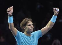 O tenista espanhol Rafael Nadal celebra vitória sobre Roger Federer, da Suiça, no torneio ATP World Tour Finals, em Londres. 10/11/2013 REUTERS/Toby Melville