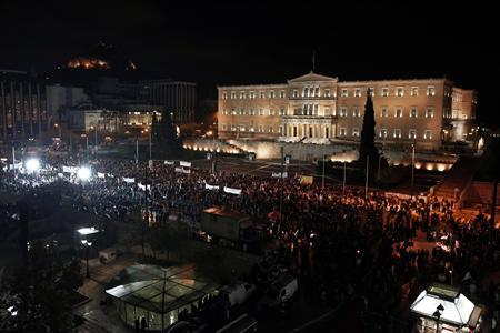 Supporters of the leftist main opposition Syriza party take part in an anti-government rally in front of the parliament in Athens November 10, 2013. REUTERS/Yorgos Karahalis