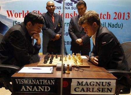 Norway's Magnus Carlsen (R) plays against India's Viswanathan Anand during the FIDE World Chess Championship in Chennai November 9, 2013. REUTERS/Babu