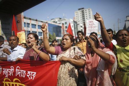 Activists and garment workers shout slogans during a protest demanding a minimum wage of 8,000 Bangladeshi Taka ($100) in Dhaka November 8, 2013. REUTERS/Andrew Biraj