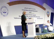 """La directora gerente del Fondo Monetario Internacional (FMI), Christine Lagarde, en una conferencia de prensa en Kuwait, nov 10 2013. Argentina ha hecho """"avances positivos"""" en la reforma de la calidad de sus datos económicos, dijo el domingo la jefa del Fondo Monetario Internacional, y agregó que el directorio del FMI se propone examinar las medidas del país en unos pocos días. REUTERS/Stephanie McGehee"""
