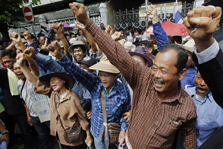 Rice farmers shout slogans during a protest outside the Government House in Bangkok June 25, 2013. REUTERS/Chaiwat Subprasom