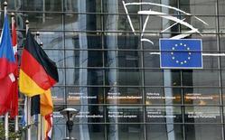 Les négociateurs sont parvenus mardi à un accord sur le budget de l'UE pour 2014, en baisse de 6% à 135,5 milliards d'euros, avec un accent mis sur la lutte contre le chômage des jeunes. /Photo prise le 21 octobre 2013/REUTERS/François Lenoir