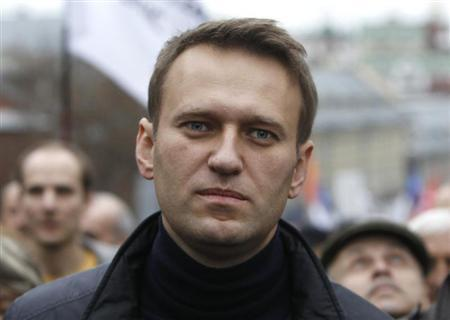 Russian opposition leader Alexei Navalny walks during an opposition rally in Moscow, October 27, 2013. REUTERS/Maxim Shemetov