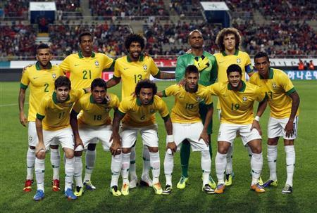 Brazil's national soccer team players pose for a team photo before a friendly soccer match against South Korea at the Seoul World Cup stadium October 12, 2013. REUTERS/Kim Hong-Ji