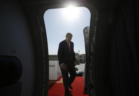 U.S. Secretary of State John Kerry steps aboard his aircraft at the end of this trip to Abu Dhabi, November 11, 2013. REUTERS/Jason Reed