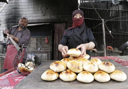 Locals bake bread in the old market in the former Silk Road city of Hotan, Xinjiang province June 20, 2008, home to China's ethnic-minority Muslim Uighurs. REUTERS/Reinhard Krause