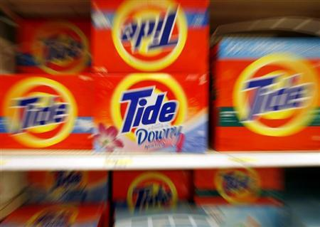 Boxes of Tide detergent, a Procter & Gamble product, sit on a shelf at a store in Alexandria, May 28, 2009. REUTERS/Molly Riley