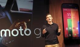 Dennis Woodside, directeur général de Motorola Mobility. Le fabricant a lancé mercredi un nouveau smartphone, le Moto G, destiné par son prix peu élevé aux pays émergents et aux petits budgets occidentaux, mais exclu de Chine, le plus important marché du secteur, du fait de l'appartenance du constructeur à Google. /Photo prise le 13 novembre 2013/REUTERS/Nacho Doce