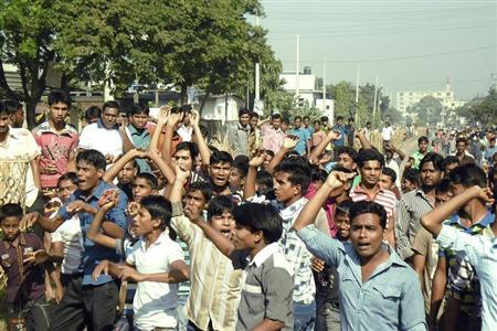Garment workers shout slogans as they block a street during a protest demanding higher wages in Gazipur November 13, 2013. REUTERS/Stringer