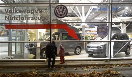 A woman and a child look at cars of German carmaker Volkswagen in a shop of a VW dealership in Hamburg, October 28, 2013. Volkswagen is due to present company results on Wednesday. REUTERS/Fabian Bimmer