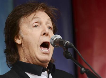 Singer Paul McCartney performs during an impromptu concert to promote his album ''New'' at Covent Garden in London October 18, 2013. REUTERS/Philip Brown