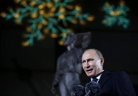 Russian President Vladimir Putin speaks during the unveiling ceremony of a statue of Alexander Pushkin in Seoul November 13, 2013. REUTERS/Kim Hong-Ji