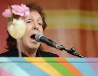 """Cantor Paul McCartney durante apresentação de seu novo disco """"New"""", em Londres. Paul McCartney disse nesta quinta-feira que escreveu ao presidente russo, Vladimir Putin, para pedir que ele ajude a garantir a libertação de um grupo de ativistas do Greenpeace presos na Rússia. 18/10/2013. REUTERS/Philip Brown"""