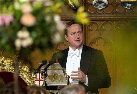 Britain's Prime Minister David Cameron delivers a speech at the Lord Mayor's Banquet at the Guildhall in the City of London November 11, 2013. REUTERS/Neil Hall