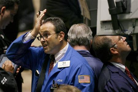 Traders work on the floor of the New York Stock Exchange August 9, 2007. REUTERS/Lucas Jackson