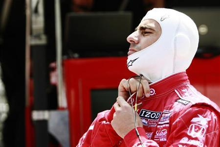 Target Chip Ganassi Racing driver Dario Franchitti of Scotland adjusts his driving suit during a practice session at the Indianapolis Motor Speedway in Indianapolis, Indiana May 12, 2013. REUTERS/Brent Smith