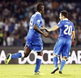 Italy's Mario Balotelli (L) celebrates with Giuseppe Rossi after scoring against Armenia during their 2014 World Cup qualifying soccer match at San Paolo stadium in Naples October 15, 2013. REUTERS/Giampiero Sposito
