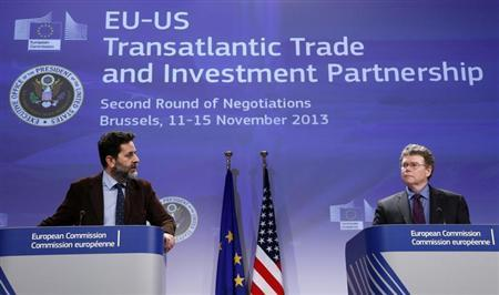 European Union chief negotiator Ignacio Garcia Bercero and U.S. chief negotiator Dan Mullaney (R) address a joint news conference during the second round of EU-US trade negotiations for Transatlantic Trade and Investment Partnership in Brussels November 15, 2013. REUTERS/Francois Lenoir