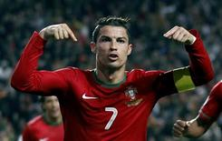 Portugal's Cristiano Ronaldo celebrates after scoring a goal against Sweden during his 2014 World Cup first leg qualifying playoff soccer match at Luz stadium in Lisbon November 15, 2013. REUTERS/Rafael Marchante