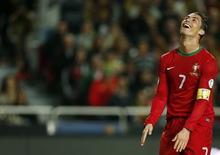 Cristiano Ronaldo, da seleção de Portugal, durante jogo de repescagem contra a Suécia para a Copa do Mundo de 2014, em Lisboa, nesta sexta-feira. 15/11/2013 REUTERS/Rafael Marchante