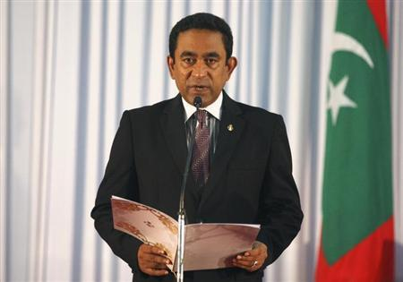 Abdulla Yameen takes his oath as the President of Maldives during a swearing-in ceremony at the parliament in Male November 17, 2013. REUTERS/Waheed Mohamed