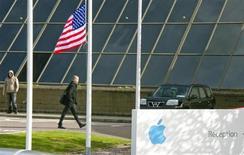 Apple a acheté pour 345 millions de dollars (255 millions d'euros) PrimeSense, une société israélienne spécialisée dans les capteurs de vision en trois dimensions (3D), rapporte dimanche le quotidien financier Calcalist, sans citer ses sources. /Photo d'archives/REUTERS/Michael MacSweeney