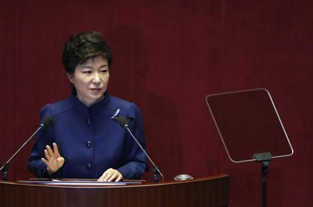 South Korean President Park Geun-hye delivers her speech on the government's 2014 budget proposal, during a plenary session at the National Assembly in Seoul November 18, 2013. REUTERS/Kim Hong-Ji