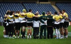 South Africa head coach Heyneke Meyer (4th R) speaks to his players in a huddle during their 'Captain's Run' training session, ahead of their Autumn Test rugby union match against Scotland, at Murrayfield Stadium in Edinburgh, Scotland November 16, 2012. REUTERS/David Moir