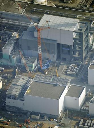 The No.4 reactor building (top) and the building housing the common spent fuel pool are seen at Tokyo Electric Power Co's (TEPCO) Fukushima Daiichi nuclear power plant in Fukushima prefecture, in this aerial view taken by Kyodo November 18, 2013. REUTERS/Kyodo
