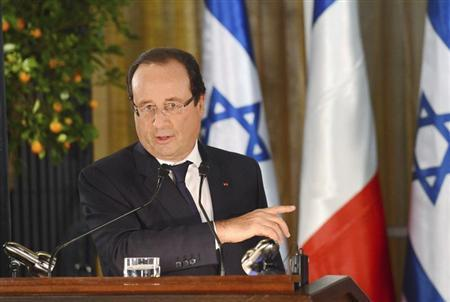 French President Francois Hollande gestures during a joint news conference with Israeli Prime Minister Benjamin Netanyahu (not pictured) in Jerusalem November 17, 2013. REUTERS/Alain Jocard/Pool