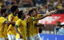 Jogadores do Brasil comemoram gol contra a Coreia do Sul, em 12 de outubro. O próximo amistoso será na terça-feira, contra o Chile. REUTERS/Kim Hong-Ji