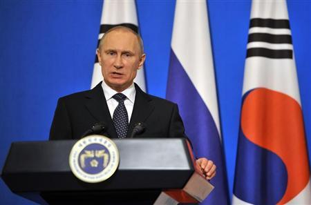 Russian President Vladimir Putin speaks during a joint news conference with South Korean President Park Geun-hye (not seen) at the presidential Blue House in Seoul November 13, 2013. REUTERS/Jung Yeon-je/Pool
