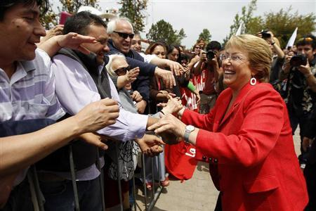 Chilean presidential candidate Michelle Bachelet greets supporters during a campaign event in Santiago November 18, 2013. REUTERS/Ivan Alvarado