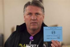 A union member displays his vote against the proposed contract during a union vote at the International Association of Machinists District 751 Headquarters in Seattle, Washington by the association's members on a proposed contract by the Boeing Company to build the 777X jetliner November 13, 2013. REUTERS/David Ryder