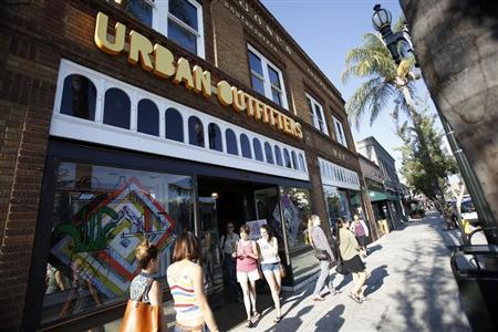 Shoppers are pictured outside a Urban Outfitters store in Pasadena, California August 19, 2013. REUTERS/Mario Anzuoni