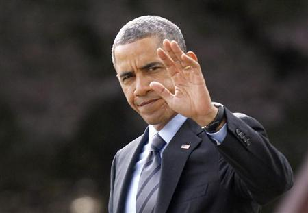 U.S. President Barack Obama waves as he walks on the South Lawn of the White House in Washington before his departure to the Walter Reed National Military Medical Center in Bethesda, Maryland, November 5, 2013 to visit with wounded service members. REUTERS/Yuri Gripas