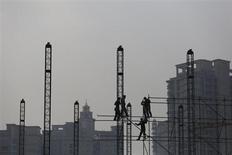 L'OCDE, qui estime que le ralentissement en cours dans plusieurs pays émergents pèse sur la croissance globale, revoit à la baisse sa prévision de la croissance de l'économie mondiale en 2014, à 3,6%. /Photo prise le 6 novembre 2013/REUTERS/Aly Song