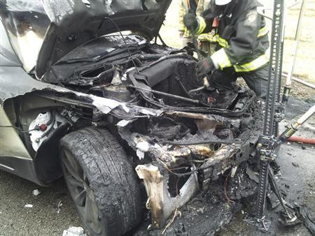 A Telsa Model S automobile destroyed by a fire is seen in a handout picture from the Tennessee Highway Patrol taken in Smyrna, Tennessee November 6, 2013. REUTERS/Tennessee Highway Patrol/Handout via Reuters