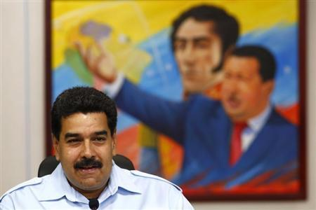 Venezuela's President Nicolas Maduro attends a news conference at Miraflores Palace in Caracas, November 15, 2013. REUTERS/Jorge Silva
