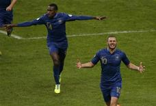 France's Karim Benzema celebrates with teammates after scoring the second goal for the team during their 2014 World Cup qualifying second leg playoff soccer match against Ukraine at the Stade de France in Saint-Denis near Paris November 19, 2013. REUTERS/Gonzalo Fuentes